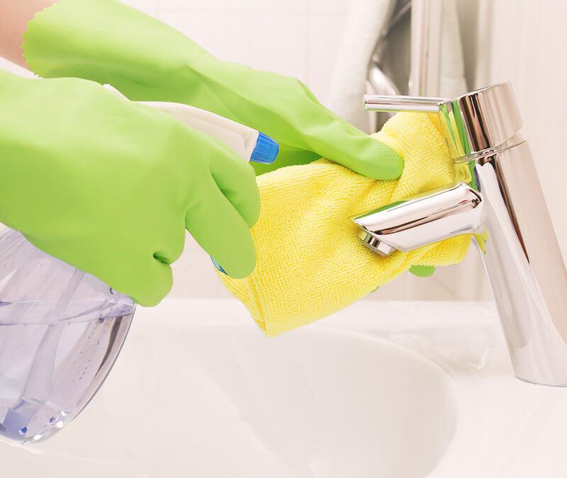 Homemade Bathroom Cleaner – Essential Oil DIY