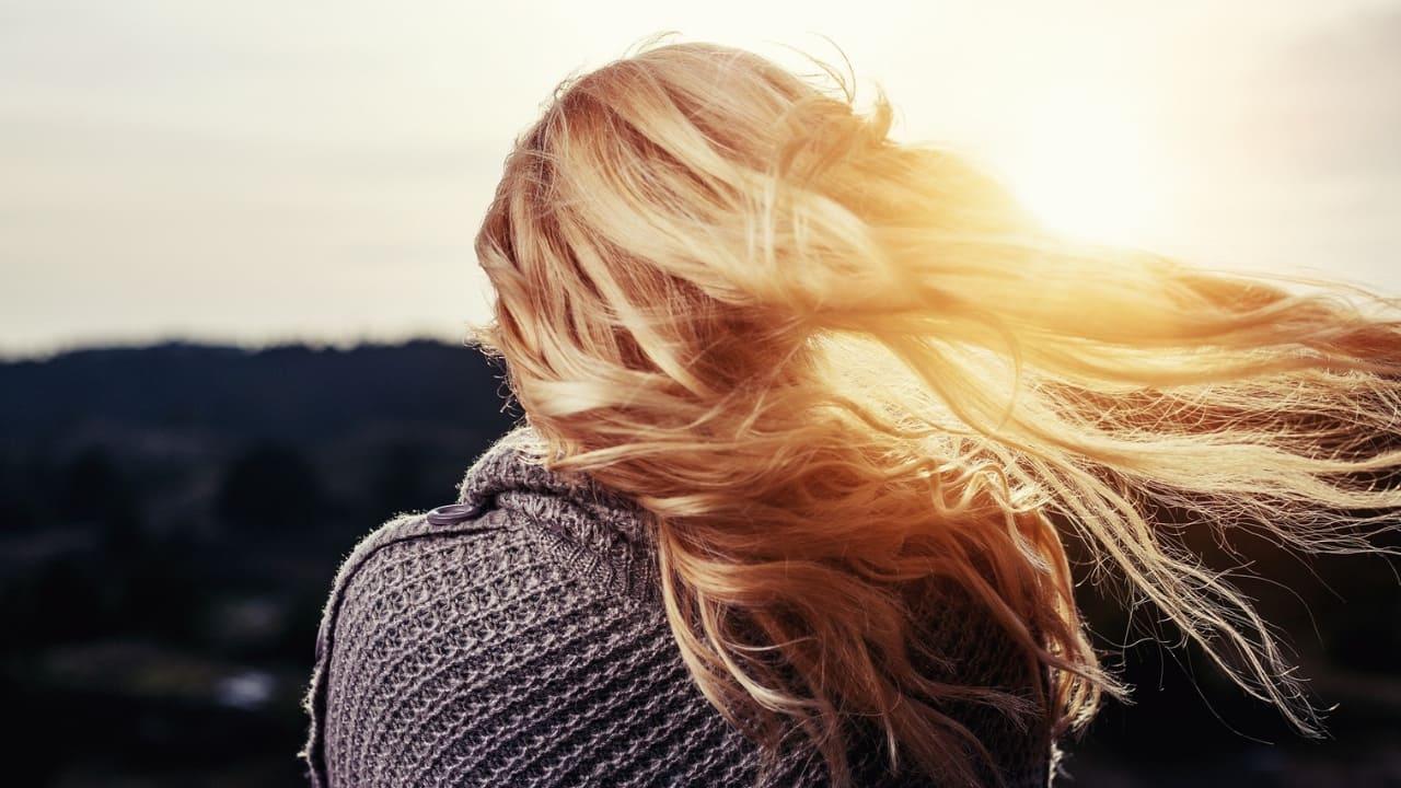 DIY HAIR GEL - Natural hair care recipe with essential oils.